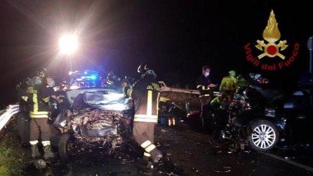 Tragico schianto frontale a Esine, morte due ragazze di 20 anni, cinque feriti