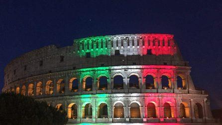 Il colosseo si illumina col tricolore in occasione della riapertura