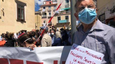 Turismo in crisi in Costiera, centinaia di lavoratori stagionali in piazza a Sorrento e Amalfi