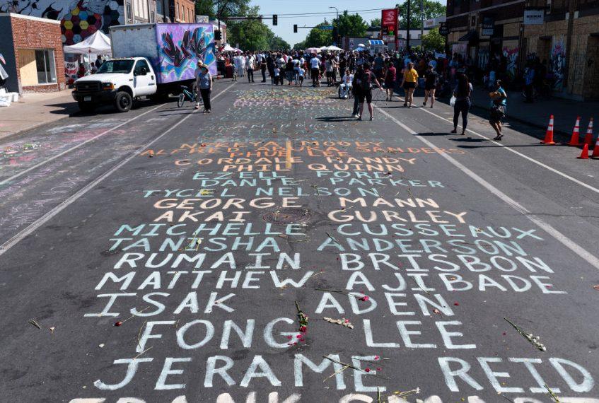 Minneapolis, Minnesota, Usa. Lista di nomi delle persone uccise dalla polizia in Chicago Avenue.