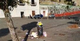 'Il piazzale San Martino pieno di rifiuti. Che figura ci facciamo con i turisti?'