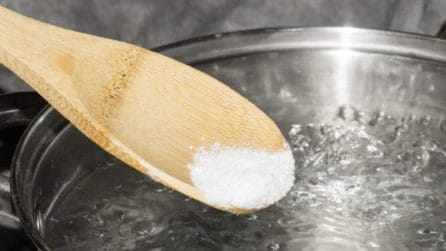 Salt in the pasta water: before or after boiling?