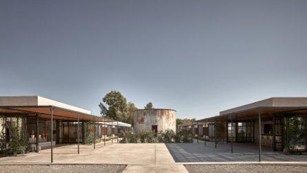 L'hotel di lusso sul mare ricavato in una vecchia fabbrica di vino e distillati.