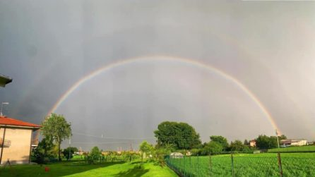 Torino, le spettacolari immagini del doppio arcobaleno dopo la tempesta