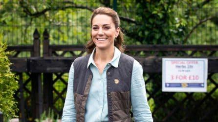 Kate Middleton con il gilet per la prima apparizione pubblica dopo il lockdown