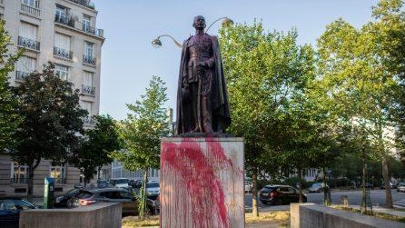 Francia, danneggiata statua di Voltaire a Parigi