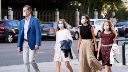 Letizia di Spagna, Leonor e Sofia: i look trendy per la prima uscita post-lockdown
