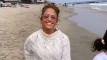 Jennifer Lopez, come imitare il look da temporale estivo