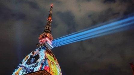 La Mole Antonelliana si illumina a Torino: un omaggio al cinema e alle star