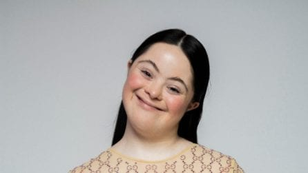 Ellie Goldstein, la prima modella con la sindrome di Down che posa per Gucci