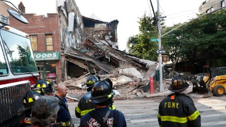 New York, edificio di 3 piani crolla a Brooklyn