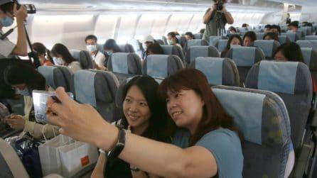 In aeroporto si organizzano finti imbarchi sugli aerei, per chi ha nostalgia dei viaggi
