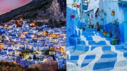 Il paese immerso nel blu: case, vicoli e finestre coloratissime per un motivo ben preciso