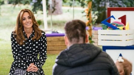 Kate Middleton con l'abito a pois e le espadrillas