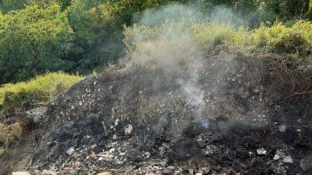 Roghi e sversamenti illegali di rifiuti nella zona della discarica di Chiaiano
