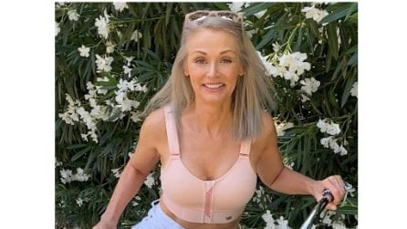 Kathy Jacobs, la modella che a 56 anni si ribella agli stereotipi