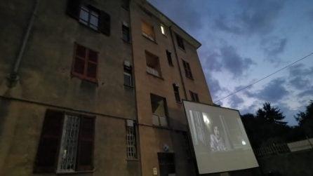 Milano, film nei cortili delle case popolari: la magia di 'Scendi c'è il cinema'