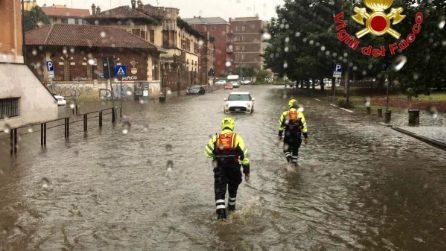 Esonda il Seveso: nelle strade di Milano arrivano i sommozzatori dei vigili del fuoco