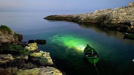Polignano effetto notte: il mare s'illumina di smeraldo