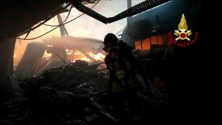 Incendio a Tor di Valle: fiamme e fumo, chiuse via del Mare e via Ostiense