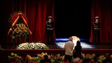 L'ultimo saluto a Franca Valeri, folla per la camera ardente al Teatro Argentina di Roma