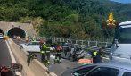 A12, incidente con sei auto e un tir. Diversi feriti tra cui due bambini