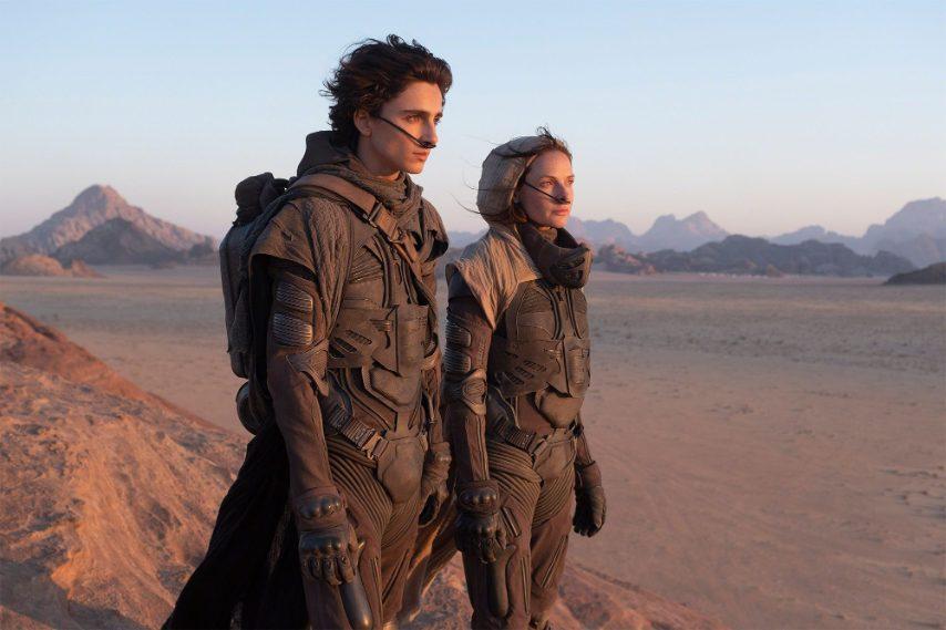 A dicembre 2020 arriva Dune, nuovo adattamento del romanzo di Herbert ad opera di Denis Villeneuve. Il secondo, dopo la folle space opera di David Lynch