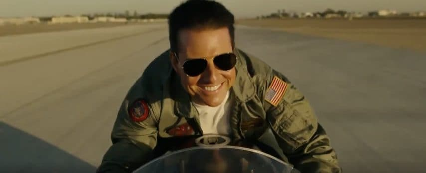 A oltre 30 anni da Top Gun Tom Cruise veste ancora i panni del pilota ribelle: è Top Gun: Maverick