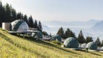 Dormire sulle Alpi Svizzere in eco-pod di lusso con tutti i comfort