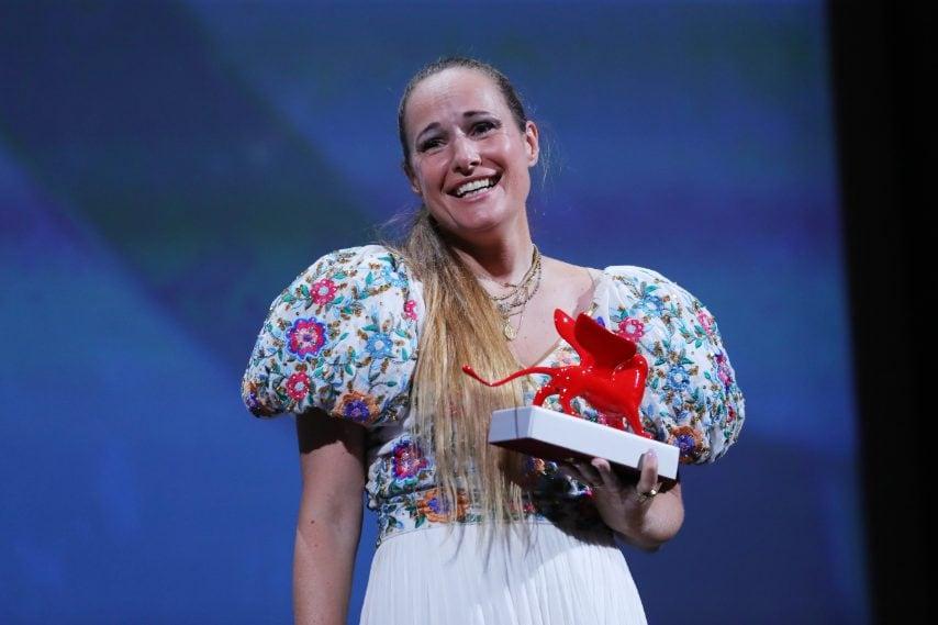 """Ana Rocha de Sousa premiata con il Leone del Futuro – Premio Venezia Opera Prima """"Luigi De Laurentiis"""" e Premio Speciale della Giuria Orizzonti per Listen"""