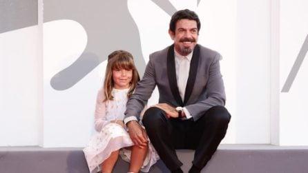 Pierfrancesco Favino sul red carpet di Padrenostro con la figlia Lea Favino