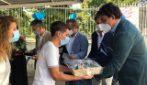 Quattro giovani chirurghi appena assunti donano 4mila euro di doni ai ragazzi autistici