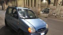 Milano, altro incidente con il monopattino elettrico: sfondato il parabrezza di un'automobile