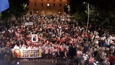Omicidio Colleferro: in migliaia alla fiaccolata in memoria di Willy Monteiro