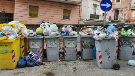 Spazzini Asìa impegnati ai seggi per le regionali, nessuno raccoglie i rifiuti in città