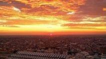 Alba di fuoco a Milano, lo spettacolo conquista i social network