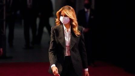 Melania Trump con il completo gessato al dibattito presidenziale