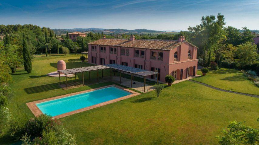 Le Sassaie, prestigioso casale in prossimità del borgo di Magliano in Toscana, fa parte del nucleo storico dell'area di Banditella ed è il fabbricato più antico della Tenuta di Magliano Centro risalente alla fine del 1800.