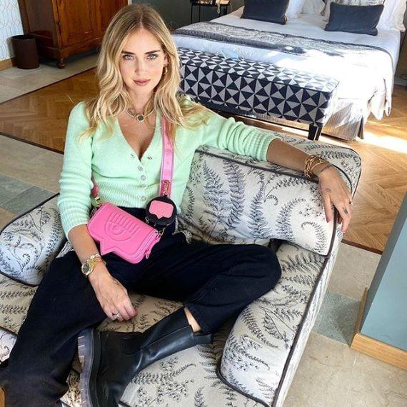 Cardigan Zara, pantaloni Chiara Ferragni Collection, stivali Bottega Veneta