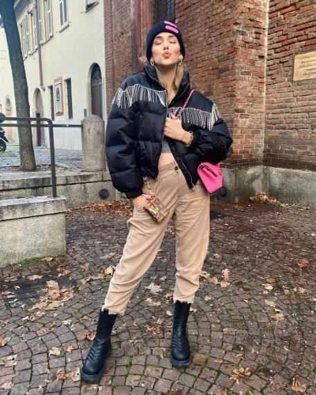 Cardigan Dsquared2, pantaloni Zara, stivali Bottega Veneta, bomber Chiara Ferragni Collection