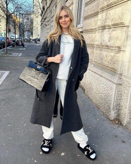 Tuta Sporty&Rich, cappotto Fendi, ciabatte Louis Vuitton, borsa Kelly di Hermès