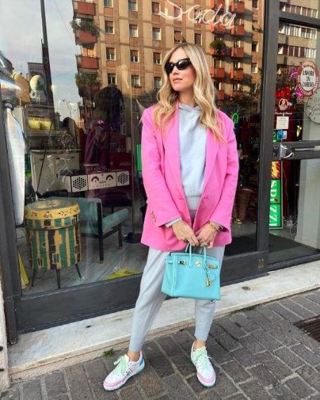 Tuta Something Navy, giacca Chiara Ferragni Collection, borsa Hermès
