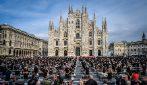 """Milano, flashmob dei lavoratori dello spettacolo in Duomo: """"Manca lavoro, servono provvedimenti"""""""
