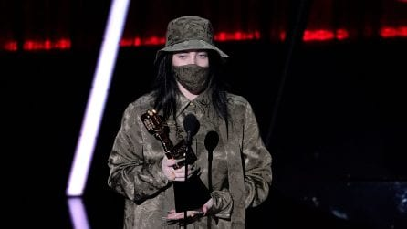 Billie Eilish ai Billboard Music Awards 2020 con il look ovesize