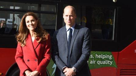 Kate Middleton anticipa il Natale col cappotto rosso