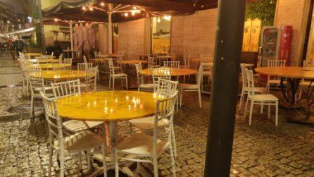 A Milano scatta il coprifuoco: alle 23 locali chiusi e Navigli deserti
