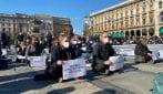 Milano, protesta dei ristoratori: piazza Duomo diventa un ristorante a cielo aperto