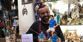 Maradona compie 60 anni, il presepiaio Genny Di Virgilio gli dedica una statuina
