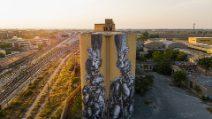 Solo Braccia: a Foggia opera d'arte in ricordo dei 16 braccianti vittime del caporalato