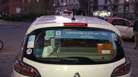 L'omaggio dei taxi di Roma a Gigi Proietti